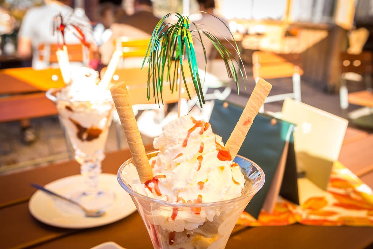 Gerne verwöhnen wir unsere Gäste mit einem erfrischenden Eisbecher.